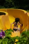Foto mit Kind in einer Wasserrutsche